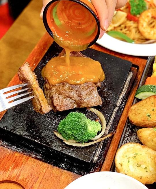 Thưởng thức bữa ăn đêm nhiều món ngon ở TP HCM - Ảnh 6.