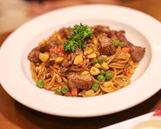 Thưởng thức bữa ăn đêm nhiều món ngon ở TP HCM - Ảnh 8.