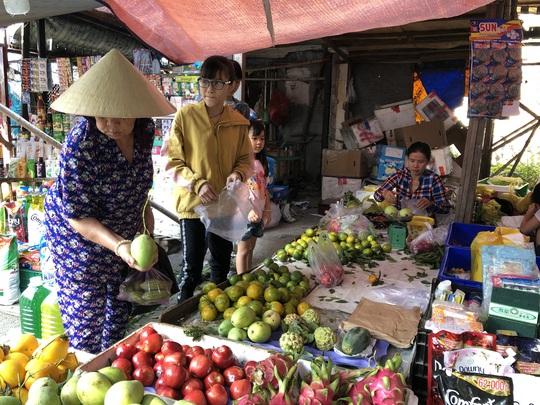 TP HCM: Giảm 50% tiền thuê sạp cho tiểu thương chợ truyền thống - Ảnh 1.