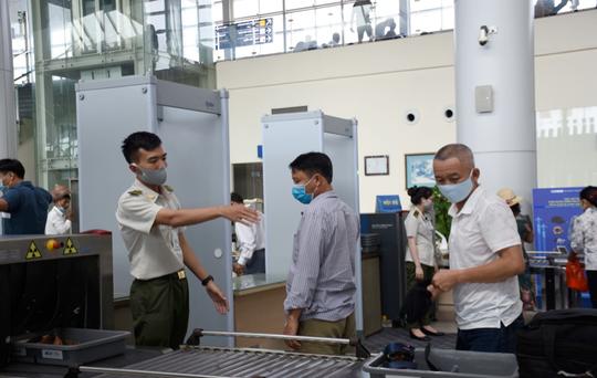 Tăng mức kiểm soát an ninh hàng không lên cấp độ 1, bảo đảm an toàn Đại hội Đảng - Ảnh 1.