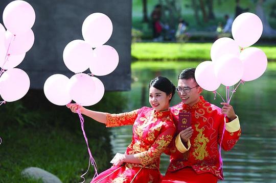 Hôn nhân hai đầu ở Trung Quốc - Ảnh 1.