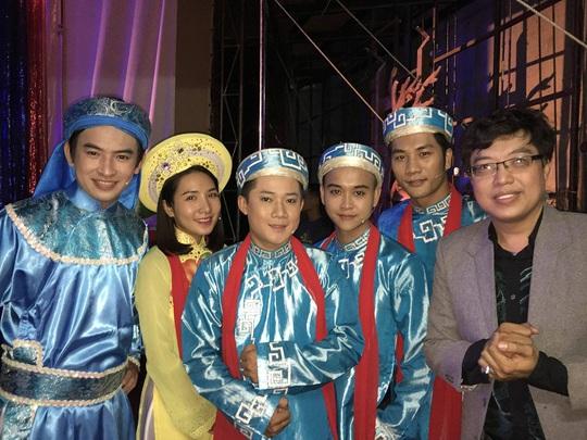 Nhạc sĩ Hoàng Tâm và nhóm Ayor hào hứng với ca khúc vinh danh Một triệu lá cờ Tổ quốc cùng ngư dân bám biển - Ảnh 2.