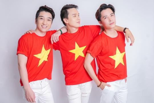 Nhạc sĩ Hoàng Tâm và nhóm Ayor hào hứng với ca khúc vinh danh Một triệu lá cờ Tổ quốc cùng ngư dân bám biển - Ảnh 3.