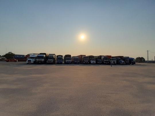 Cận cảnh vụ bắt giữ 14 xe container chở hàng lậu từ Trung Quốc về - Ảnh 3.