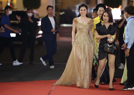 Hoài Linh, Jack, Phương Anh, Ngô Kiến Huy khuấy động thảm đỏ Mai Vàng 26-2020 - Ảnh 17.