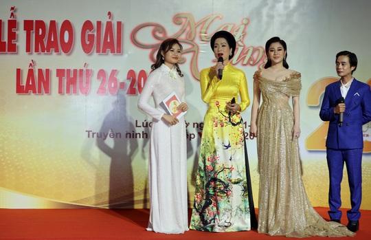 Hoài Linh, Jack, Phương Anh, Ngô Kiến Huy khuấy động thảm đỏ Mai Vàng 26-2020 - Ảnh 18.