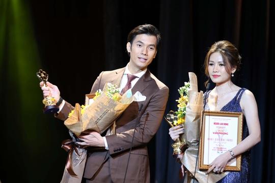 MV 2020 - N han Ph uc Vinh va Van Phuong nhan giai MV dien vien duoc yeu thich nhat