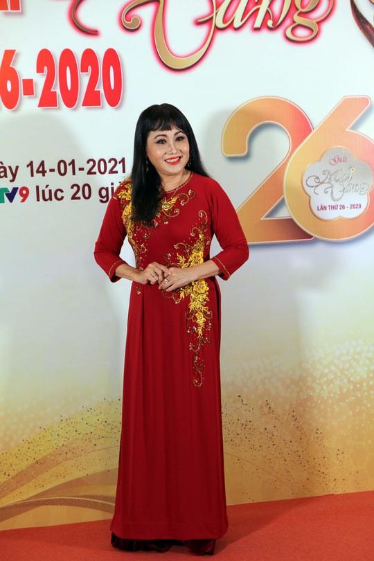 Hoài Linh, Jack, Phương Anh, Ngô Kiến Huy khuấy động thảm đỏ Mai Vàng 26-2020 - Ảnh 13.