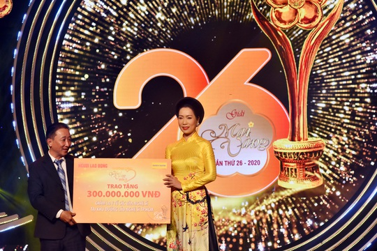 MV 2020 - PCT Hoi San khau Trinh Kim Chi nhan tien trao tang cac VNS