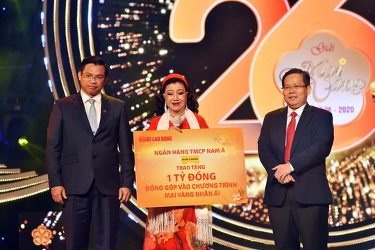 MV 2020 - TBT To Dinh Tuan va  Ngan Hang Nam A trao tang 1 ti dong cho NS Kim Cuong va cac nghe si