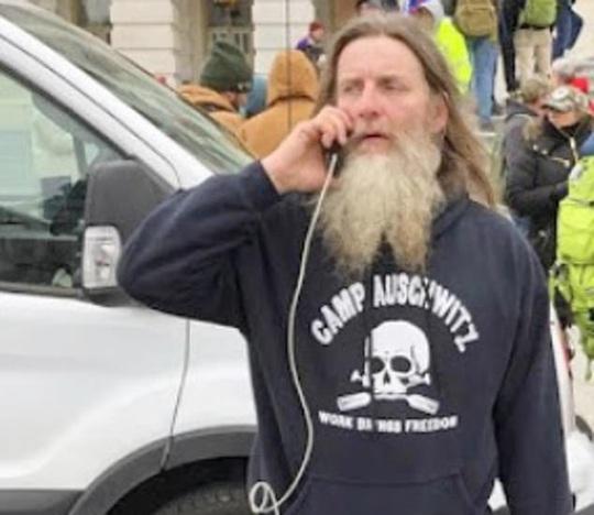 Mỹ: Thêm nhiều kẻ bạo loạn nổi tiếng bị bắt - Ảnh 1.
