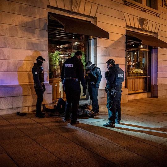 Nhiếp ảnh gia Nick Út bị gã nghiện đánh bị thương - Ảnh 1.