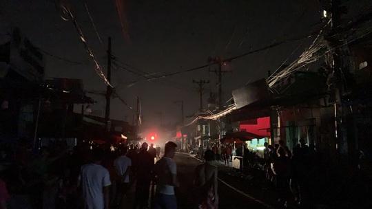 CLIP: Khói lửa bùng phát dữ dội ở Công ty may mặc Mỹ Nga giữa đêm khuya - Ảnh 5.