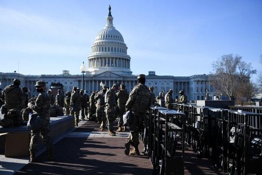 Cận cảnh Washington kín như bưng sát lễ nhậm chức của ông Biden - Ảnh 6.