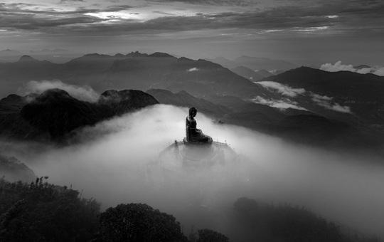 Bức ảnh đại tượng Phật trên đỉnh Fansipan đạt giải thưởng nhiếp ảnh thế giới - Ảnh 1.