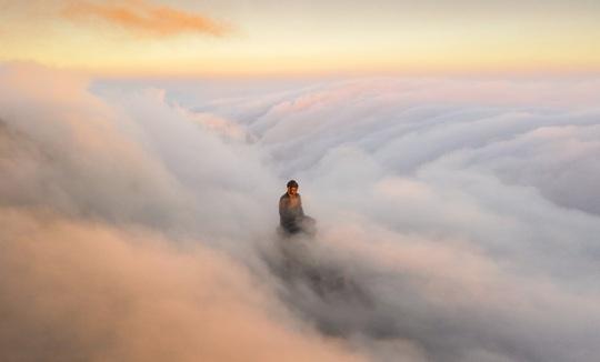 Bức ảnh đại tượng Phật trên đỉnh Fansipan đạt giải thưởng nhiếp ảnh thế giới - Ảnh 2.