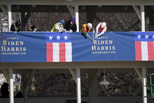 Cận cảnh Washington kín như bưng sát lễ nhậm chức của ông Biden - Ảnh 2.