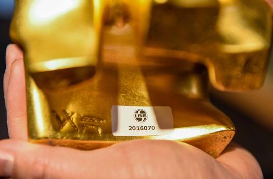 """CLIP: Những công đoạn tạo ra """"Trâu vàng khởi sinh dát vàng 24k - Ảnh 11."""