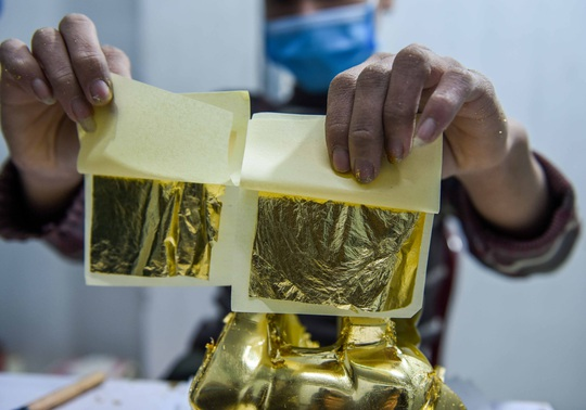 """CLIP: Những công đoạn tạo ra """"Trâu vàng khởi sinh dát vàng 24k - Ảnh 3."""