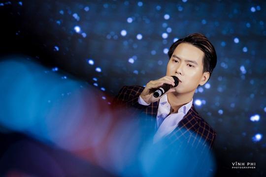 Barry Nam Bảo ra mắt ca khúc mới, mong muốn chinh phục giải thưởng âm nhạc - Ảnh 2.