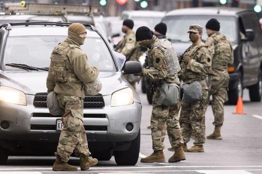 Mỹ bắt kẻ mang súng, hơn 500 viên đạn tiếp cận nơi ông Joe Biden nhậm chức - Ảnh 1.
