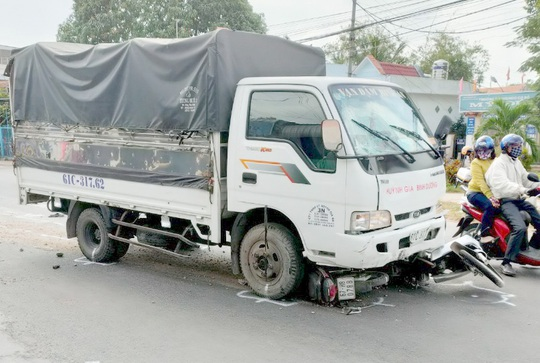 Tài xế ngủ gật, xe tải tông nhiều người: Nữ sinh lớp 7 tử vong - Ảnh 2.