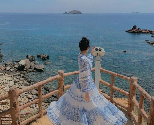 Đón nắng ấm ở biển Quy Nhơn, Nha Trang... dịp Tết Âm lịch - Ảnh 1.