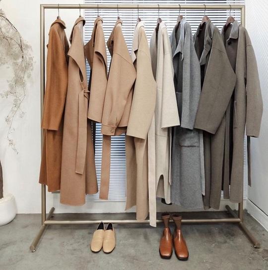 Ghi nhớ 4 cách chọn áo khoác dáng dài ưng ý không dìm dáng - Ảnh 1.