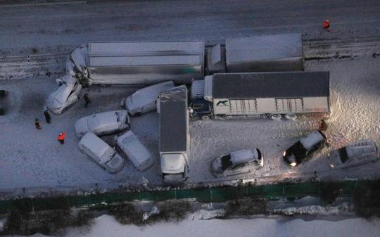 Nhật Bản: 134 ô tô lao vào nhau, 13 người thương vong - Ảnh 2.
