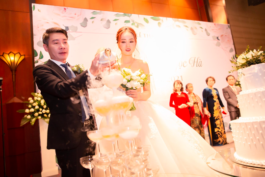 Chùm ảnh: Dàn sao dự đám cưới lần ba của Cô Đẩu Công Lý với cô dâu kém 15 tuổi - Ảnh 1.