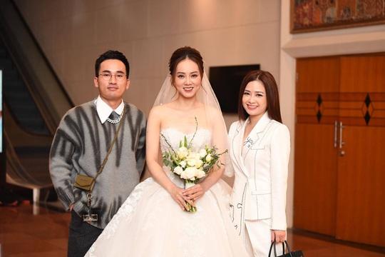 Chùm ảnh: Dàn sao dự đám cưới lần ba của Cô Đẩu Công Lý với cô dâu kém 15 tuổi - Ảnh 10.
