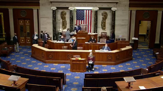 Quốc hội Mỹ lần đầu vô hiệu quyền phủ quyết của ông Trump - Ảnh 1.