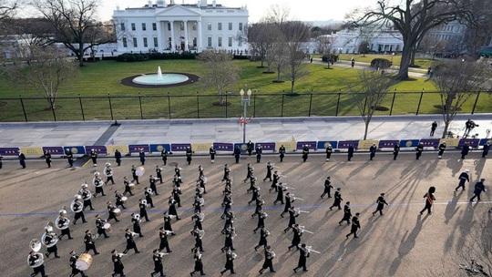 Ông Biden đến Nhà Trắng với tư cách tổng thống - Ảnh 9.