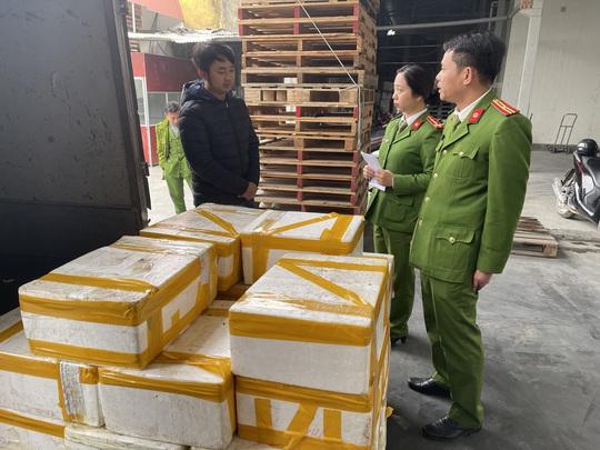 Thu mua 2,5 tạ cá khoai ướp phoóc-môn từ Quảng Bình về Thanh Hóa tiêu thụ - Ảnh 1.