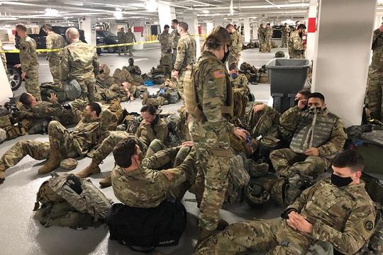 Mỹ lên tiếng vụ Vệ binh Quốc gia phải ngủ ở bãi đậu xe - Ảnh 1.