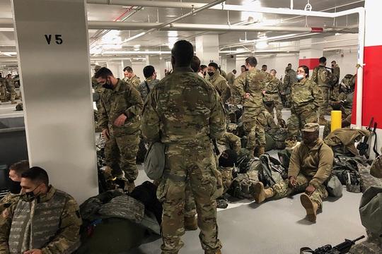 Mỹ lên tiếng vụ Vệ binh Quốc gia phải ngủ ở bãi đậu xe - Ảnh 2.