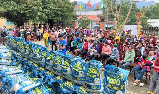 Sức lan tỏa từ chương trình 'Tết sẻ chia' - ngàn tấn gạo trao khắp Việt Nam - Ảnh 1.