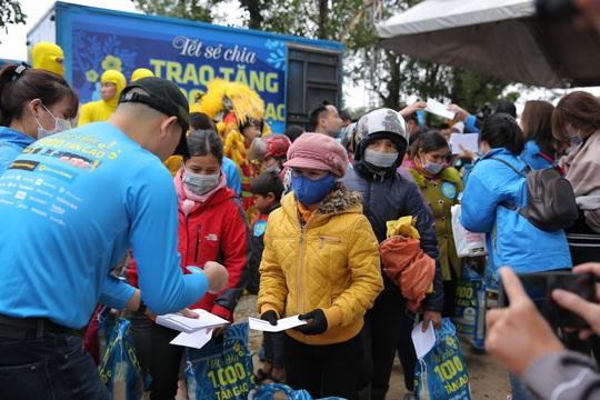 Sức lan tỏa từ chương trình 'Tết sẻ chia' - ngàn tấn gạo trao khắp Việt Nam - Ảnh 3.