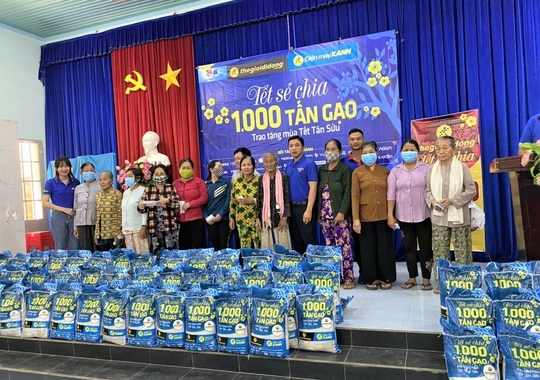 Sức lan tỏa từ chương trình 'Tết sẻ chia' - ngàn tấn gạo trao khắp Việt Nam - Ảnh 4.