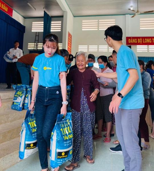 Sức lan tỏa từ chương trình 'Tết sẻ chia' - ngàn tấn gạo trao khắp Việt Nam - Ảnh 5.