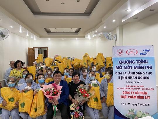 Giúp 100 bệnh nhân nghèo sáng mắt - Ảnh 1.
