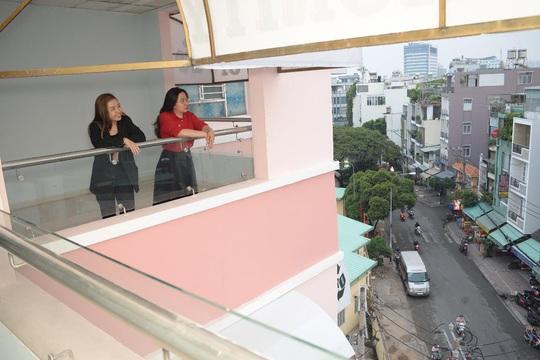 Niềm vui của hai nữ nhân viên trẻ khi nhận nhà đón Tết - Ảnh 6.