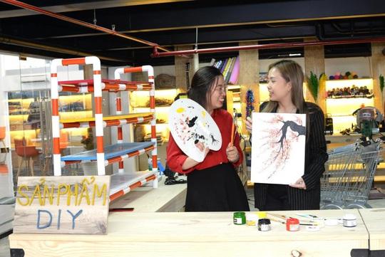 Niềm vui của hai nữ nhân viên trẻ khi nhận nhà đón Tết - Ảnh 7.