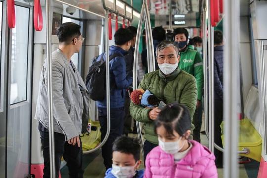 CLIP: Người dân ùn ùn tới nhà ga S1, soi nội thất tàu tuyến đường sắt Nhổn - ga Hà Nội - Ảnh 9.