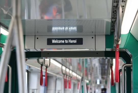 CLIP: Người dân ùn ùn tới nhà ga S1, soi nội thất tàu tuyến đường sắt Nhổn - ga Hà Nội - Ảnh 12.