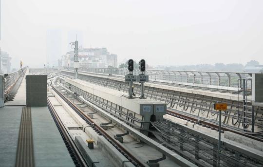 CLIP: Người dân ùn ùn tới nhà ga S1, soi nội thất tàu tuyến đường sắt Nhổn - ga Hà Nội - Ảnh 16.