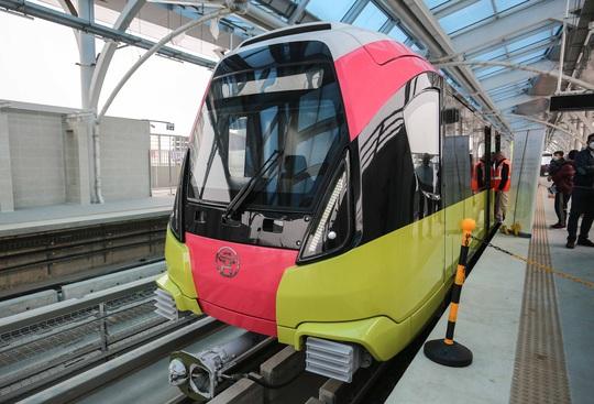 CLIP: Người dân ùn ùn tới nhà ga S1, soi nội thất tàu tuyến đường sắt Nhổn - ga Hà Nội - Ảnh 11.
