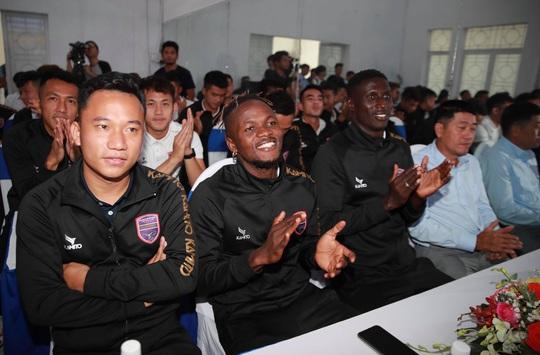 V-League nói không với bệnh ngôi sao - Ảnh 1.