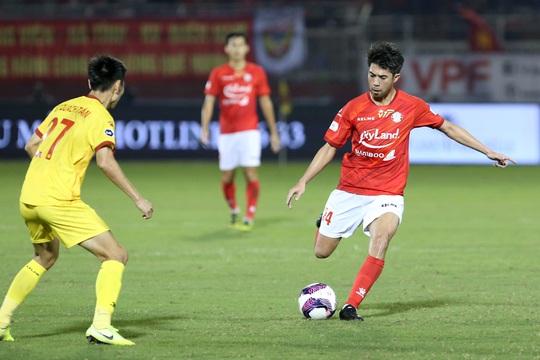 Lee Nguyễn tái xuất, TP HCM thắng trận đầu tiên tại V-League 2021 - Ảnh 2.