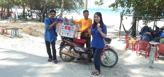 Người đàn ông bán kem truyền cảm hứng về tình yêu biển đảo - Ảnh 3.